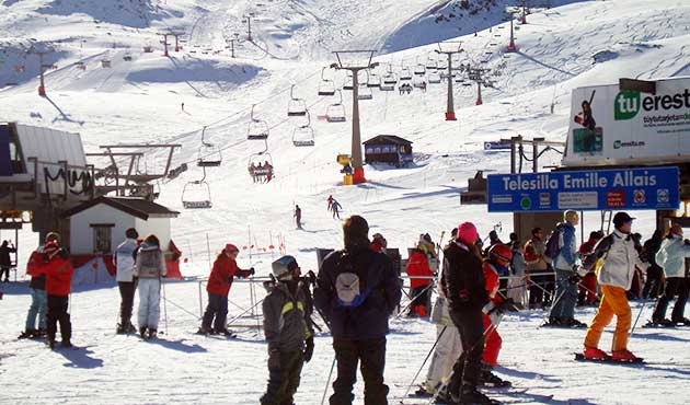 Snow and ski lifts at Sierra Nevada ski resort Spain - live weather and snow forecast